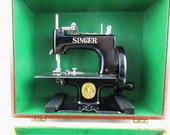 Vintage Singer Sewing Machine - Singer 20-10 Sewing Machine - 'Sewhandy' 1940s - Seamstress - Singer Machine With Manual and Case
