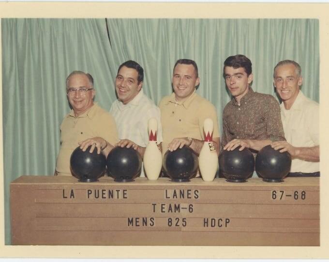 Vintage Snapshot Photo: Men's Bowling Team, La Puente Lanes, 1967-68 (73557)