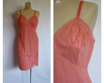 Vintage Vanity Fair Dress Slip / 1950s Floral Melon Lace Slip / Vintage Peach Shapewear / Pin Up Lingerie Dress Slip 36