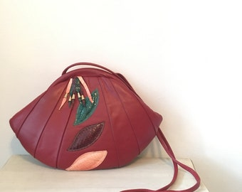 80s red leather purse, shell shaped purse with appliqués - vintage -