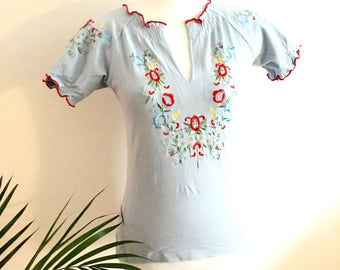 Embroidered Mexican t -shirt- vintage top- size small/medium eu 36-38
