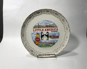 Little America Wyoming Collector Plate Truckstop Souvenir Shop Penguins 9 Inches