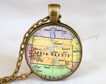 SOUTH DAKOTA MAP Pendant Necklace or Keychain Keyring Souvenir Vintage Map