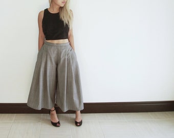 Dramatic grey wide-legged pleated capris culottes palazzo pants trousers, retro