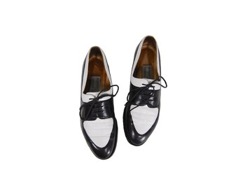 Size 6.5AA Black & White 90's Lace Up Oxford Shoes // Women's Oxford Flats // G511