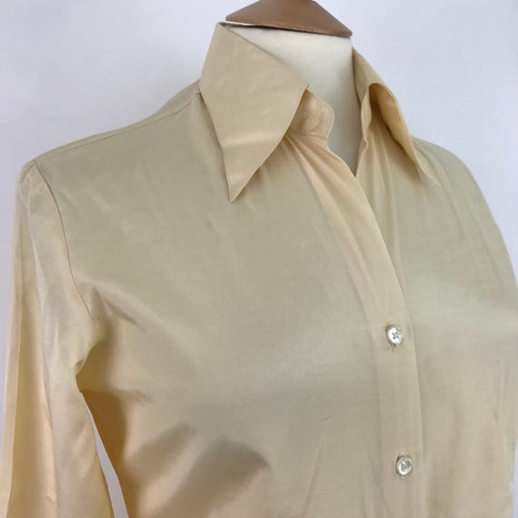 1970s blouse silky cream disco top fotted shirt 70s slim fit Biba style UK 8 10 silk weave dagger collar glam rock 40s feel