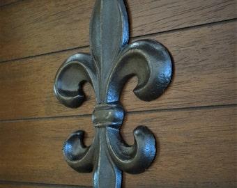 Fleur de Lis Symbol Wall Decor / Oil Rubbed Bronze or Pick Color / Cast Iron Wall Sign Hanging / Paris Apartment / French Cottage Chic Style