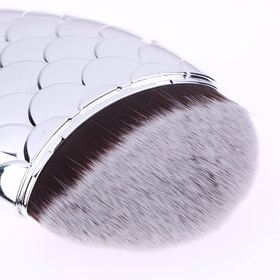 Mermaid makeup brushes foundation blusher fish tail scales for Fish tail brush