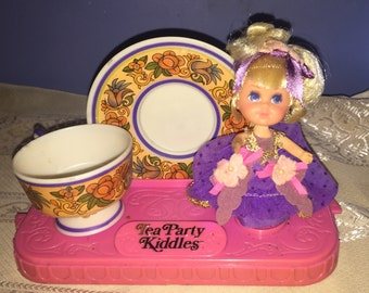 Liddle Kiddles Tea Party Lady Lavender with tea set minty