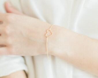 Dainty heart bracelet in gold