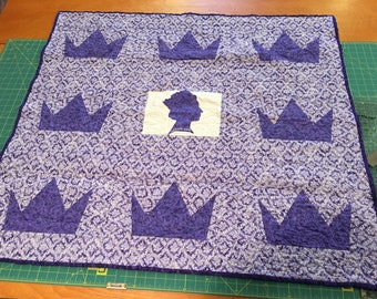 """HANDMADE OOAK """"God Save the Queens"""" lap quilt/wall hanging/table topper 43-1/2""""x 40"""""""