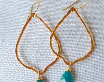 Gold hammered earrings with apatite briolettes
