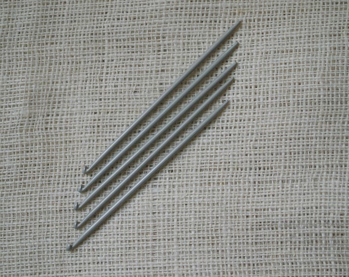 Knitting Needles with Hooks at the End - Traditional Portuguese Knitting 4.0 mm