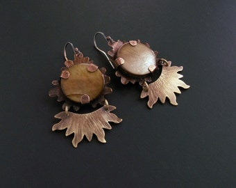Copper and brass errings with brown shell cabochons,  mixed metals handmade earrings, mixed metal jewelry, dangle earring and shell cabochon