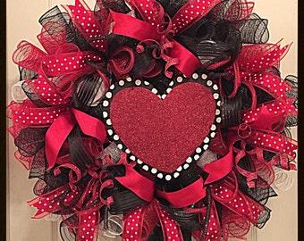 Elegant Valentine's Day Heart Deco Mesh Wreath/Black and Red Heart Wreath/Valentine Heart Wreath/Valentine's Day Black and Red Heart Wreath