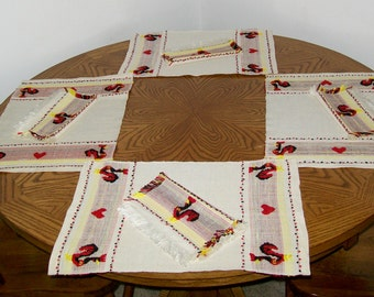 Rooster Theme 8 Piece Table Linen Set - 4 Placemats and 4 Napkins