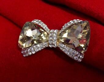 Bow crystal brooch