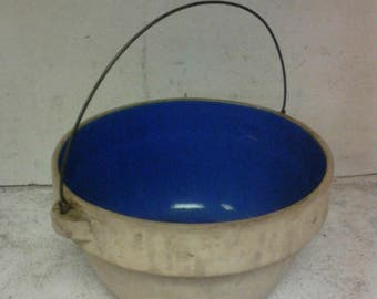 Ideal stoneware bowl with handle