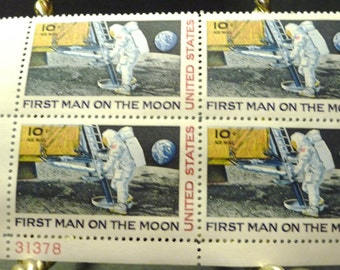 First Man on the Moon 1969 10 cent 4 stamp block-in envelope