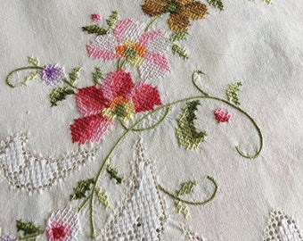 Vintage embroidered floral supper cloth lace inserts