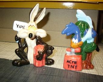Warner Brothers Salt Shakers Wiley Coyote & Road Runner 1993