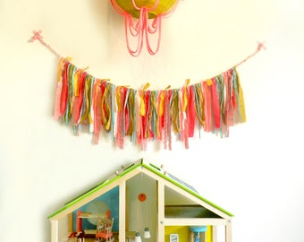 Textile ribbons garland