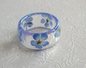 Pressed flower resin ring. Forget me not flowers and micro glitter. Approximately UK O or US 7