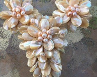 Natural beige color conch shell hand wired three-flower pendant with freshwater pearl center