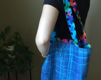 Reversible Market tote in aqua and rainbow paw print cotton fabrics.