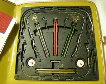 vtge needle master junior-Boyle Co.-knitters-crafters-4 pairs of needles-knitting gauge-knitting tools-supply-retro