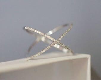 14K White Gold Diamond X Cross Fasion Wedding Anniversary Band Thin Ring