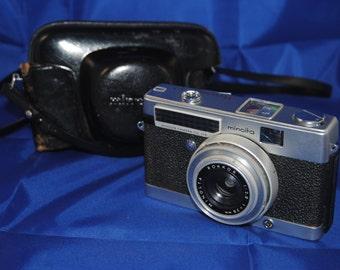 """Vintage 60's Minolta """"Minoltina-P"""" 35mm camera w/ case"""