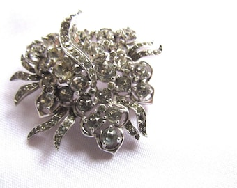 JOMAZ Early Vintage Signed Rhodium Plated Clear Chatons Brooch / Pin