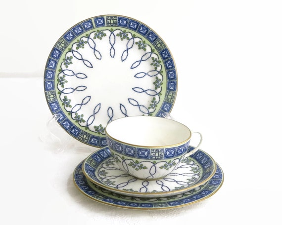 Antique 1907 Royal Doulton cup, saucer, 2 plates from the studio of Robert Allen, blue and green pattern on white with gilt, hand painted