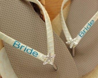 Beach wedding flip flops for the bride, Ivory bride flip flops Personalized Party flip flops, Caramel wedding starfish Bridesmaid gift idea