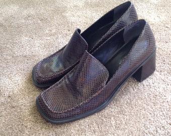Vintage Wesley and Co. Cobra snakeskin reptile print loafers pumps size 10