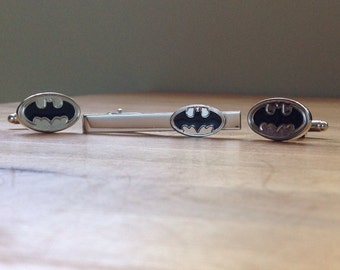 High quality Batman silver cufflinks and tie bar gift set