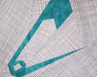 Safety Pin Paper Pieced Block in PDF