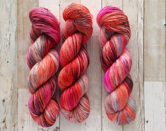 flaming young | yui fingering|  hand dyed yarn | poppy black hot pink purple | 100% SW Merino Sock