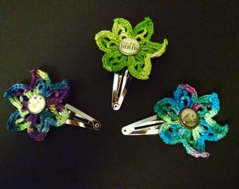 Variegated crocheted flower snap clip