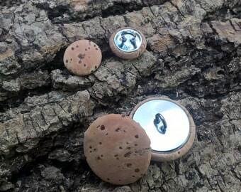 Cork button