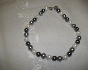 necklace of cultured pearls.