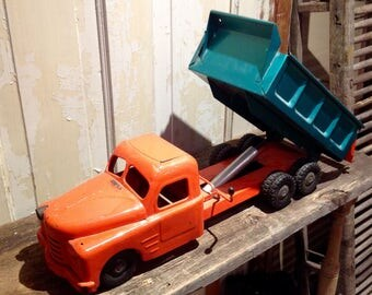 1950's Structo Hydraulic Toy Dump Truck. Vintage Toy Truck