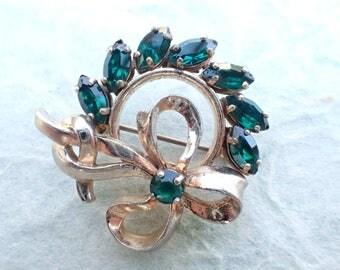 Signed Barclay Wreath with bow brooch emerald green rhinestones AB943