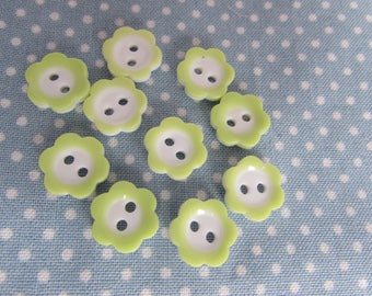 Pack of 10 11mm Green and White Flower Buttons