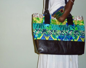 Handbag in vegan leather and green African wax prints
