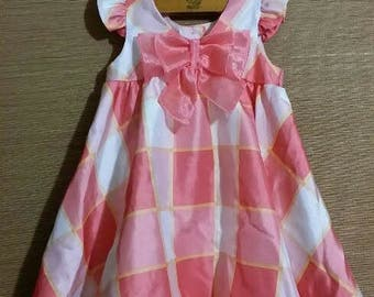 Cuterst little baby girl vintage dress, with large peachie plaid checks, and short ruffled butty fly sleeves .