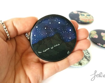 Round magnet phosphorescent with graphic mountain and stars