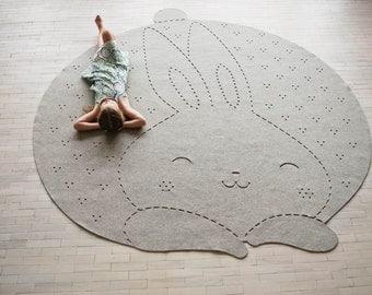 Bunny rug / Round carpet / Nursery Rug / Wool Felt Rug / 5' / 8' / Made to order