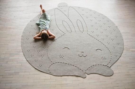 Hase teppich / runder teppich / kinderzimmer von woollyclouds